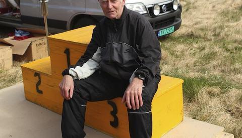 Leif Feøy sitter på feil trinn på seierspallen. Han stod som regel øverst. Foto: kondis.no