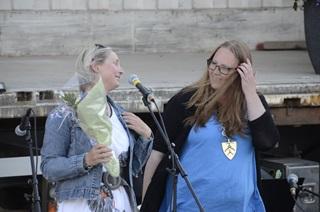 Karianne Tangen mottar Kulturpris 2014 fra ordfører Lise Selnes