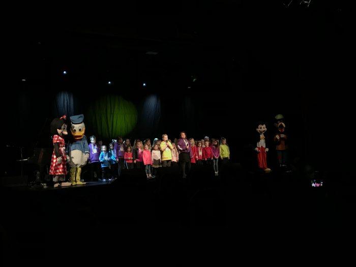 Garvik skoles kor på scena på Milepelen