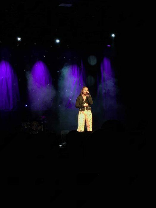 Annie på scena på Milepelen